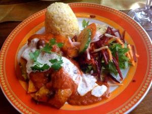 Kürbis mit Reis und Salat